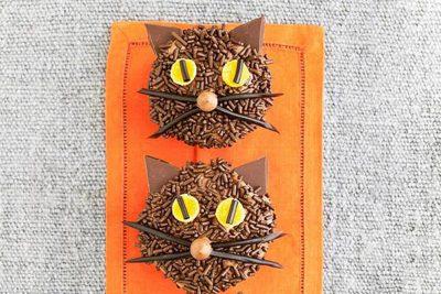 Super Cute Halloween Cat Cupcakes