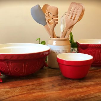 Review & Giveaway: Christmas Baking With Mason Cash