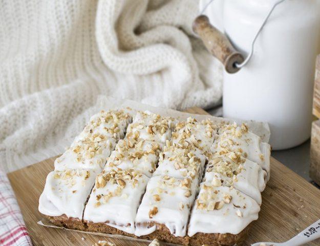 Super Easy Crunchy Carrot & Pistachio Cake